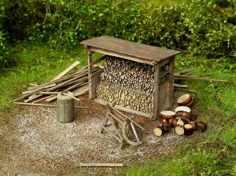 Woodshed with tools 1:87 (kit)