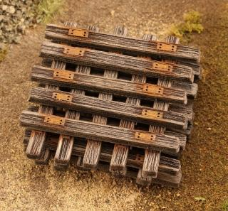 Old wooden sleepers 1:120