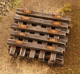 Old wooden sleepers 1:87