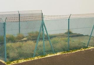 High chain fence with barbed wire 1:120